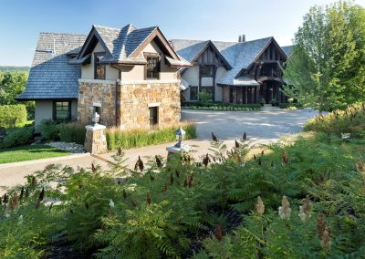 Minnesota River Rustic Lodge driveway