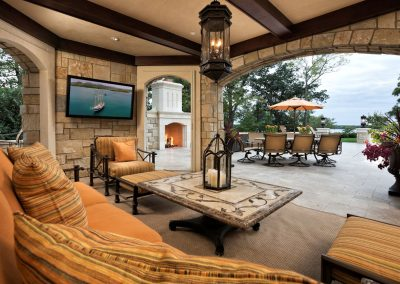 outdoor entertainment area in Deephaven dream home