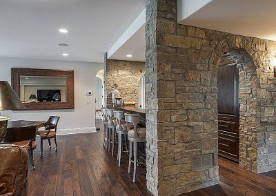 wet bar at Candy Cove home on Prior Lake