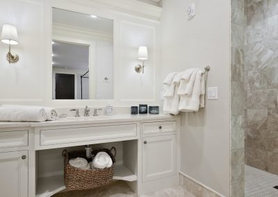 guest bath in Wayzata Luxury Condo
